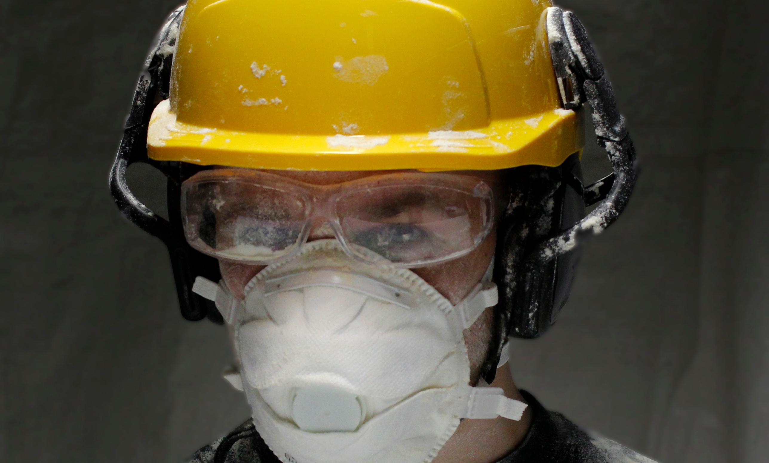 Rakennuspölyltä suojautuminen on tärkeää työturvallisuuden ja työterveyden kannalta